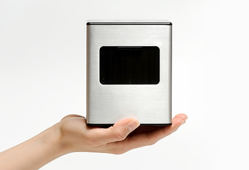 bCUBE in hand